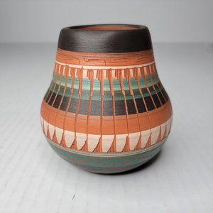 """Navajo Native American Signed Pottery 4.25"""" Vase Hand Painted Etched Sgraffito"""